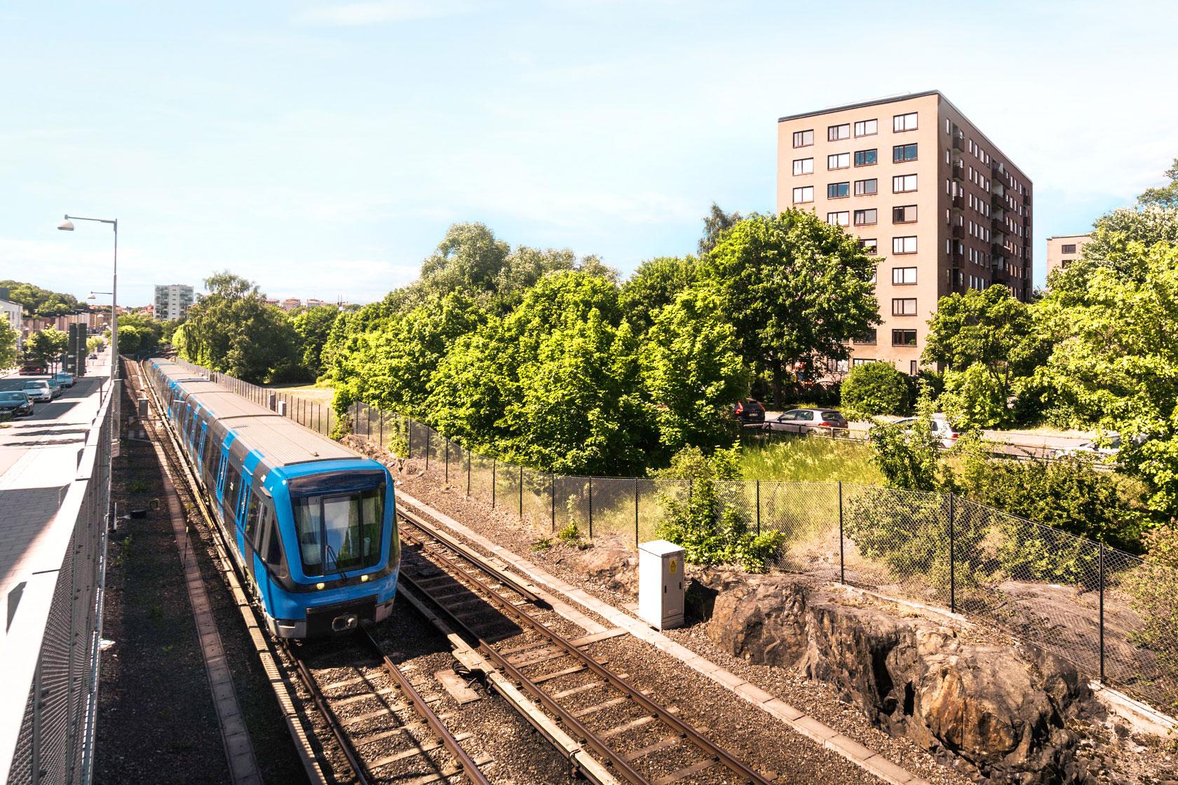 Mockfjärds i Stockholm byter fönster på en fastighet