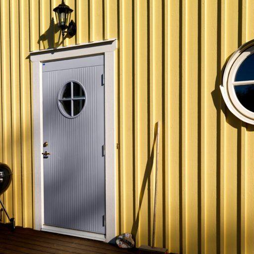 Mockfjärds grå dörr gottskär