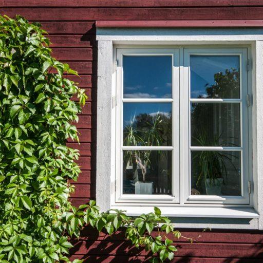 Mockfjärds fönster i allmoge stil